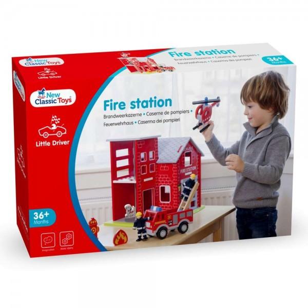 Eitech GmbH New Classic Toys - 11020 - Feuerwache mit Feuerwehrauto, Helikopter, Feuerwehrmann, Rett